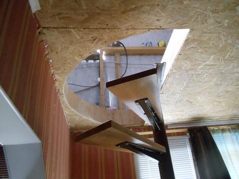 Монтаж лестницы на второй этаж. потолок.