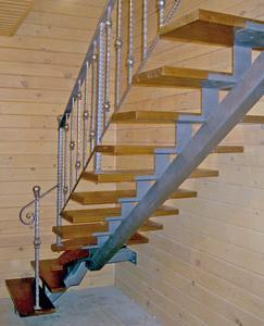 Вариант лестницы с центральной тетивой